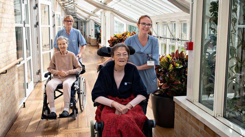 Ældrepleje - Fagbevægelsens Hovedorganisation. Skattelettelser fører til mindre velfærd.